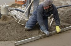 Как делается бетонная стяжка пола: подробная инструкция